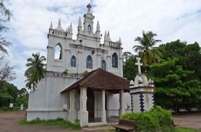 Full-Day Goa Churches Spice Plantation and Old Bazaars Tour