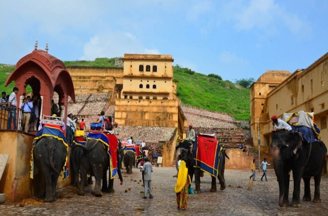 4-Days Special Golden Triangle Tour Includes Accommodation with Private Vehicle