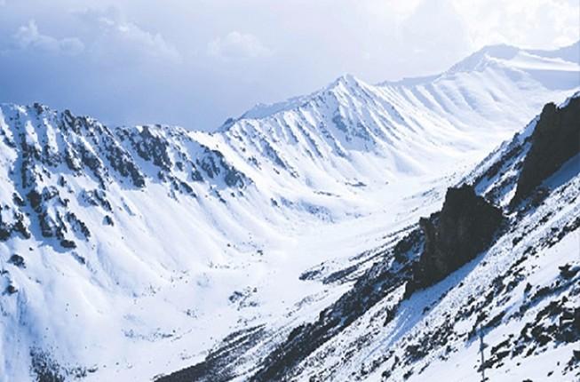 Experience the Local Ladakhi life in Leh-Sham-Pangong Tour