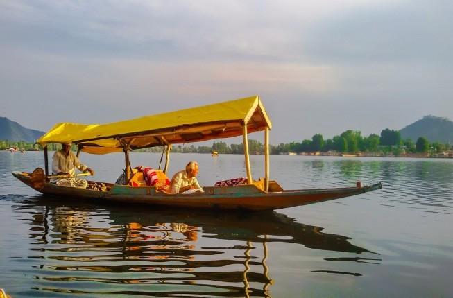 Super Deluxe Houseboat Ride